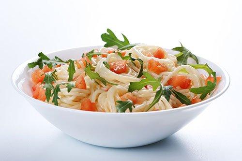Pasta con Tomate, Rúcula y Queso Parmesano