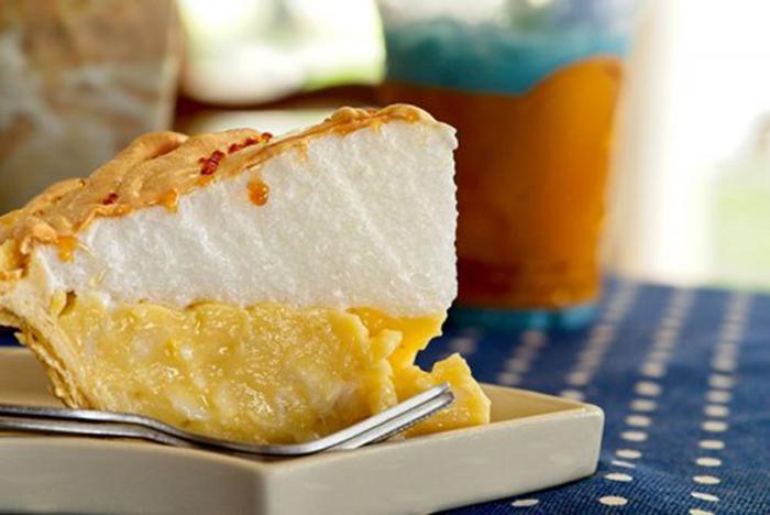 Pastel de Crema de Limón con Merengue