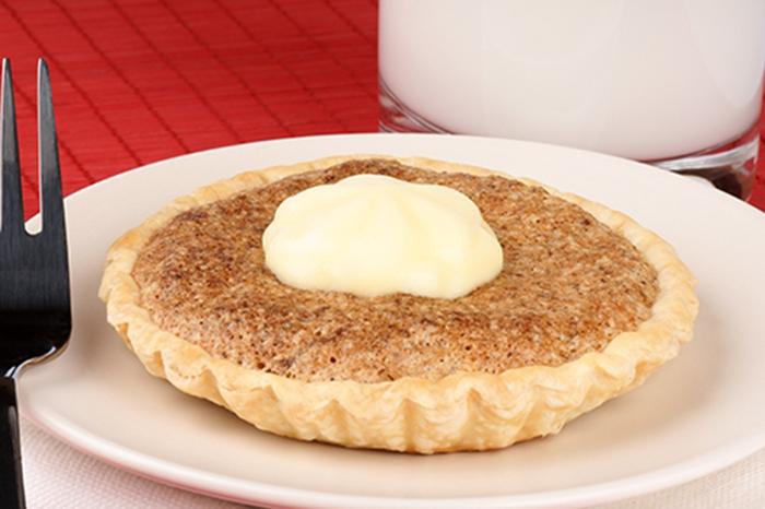Pastel de Nueces con Salsa de Mascarpone