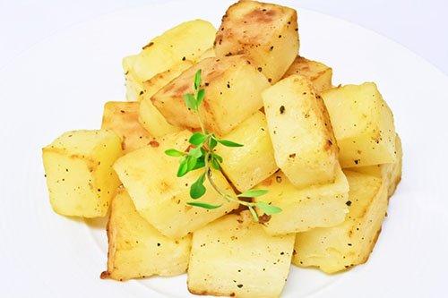 Patatas Asadas en Dados con Sal y Pimienta