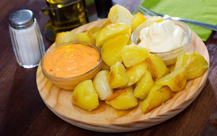 Patatas Dos Salsas