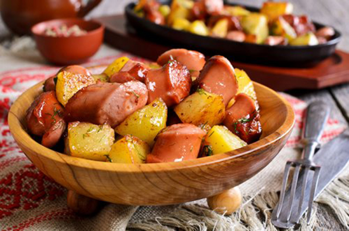 Patatas Fritas con Salchichas