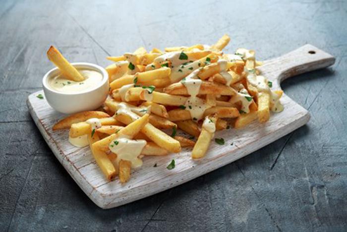 Patatas Fritas con Salsa de Queso