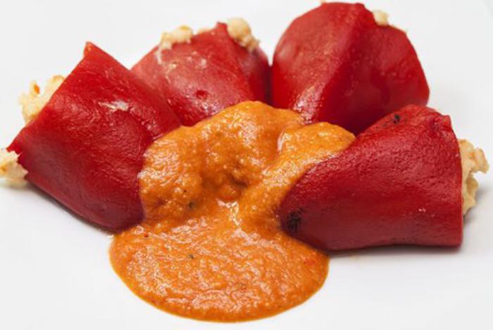 Pimientos Rellenos con Tomate Casero