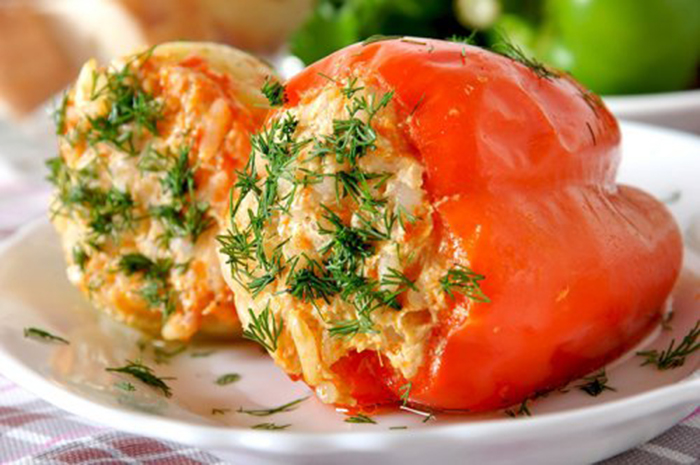 Pimientos Rellenos de Arroz, Atún y Tomate