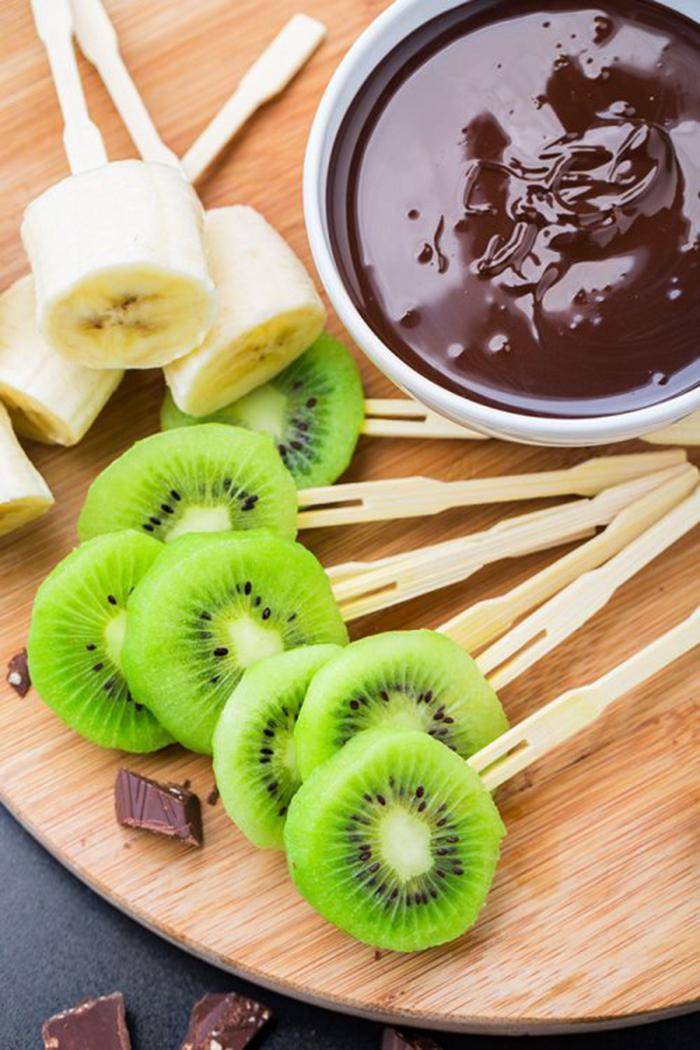 Piruletas de Kiwi y Plátano con Chocolate