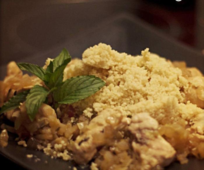 Pollo a la miel con cuscús y pimientos