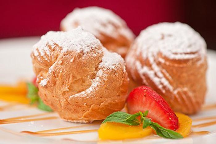 Profiteroles de Crema Pastelera con Frutas