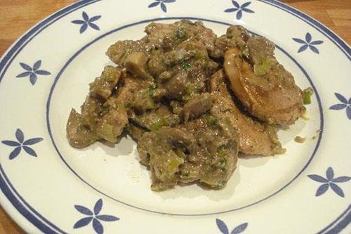 Rodajas de cerdo con crema de setas y gorgonzola (Italia)