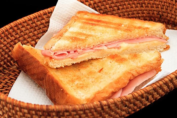 Sándwich de Jamón y Queso a la Plancha