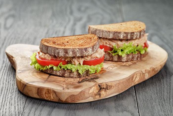 Sándwich de Pan de Centeno y Atún