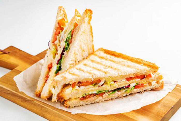 Sándwich de Queso y Ensalada