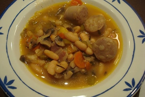 Sopa de alubias con butifarra (Italia)