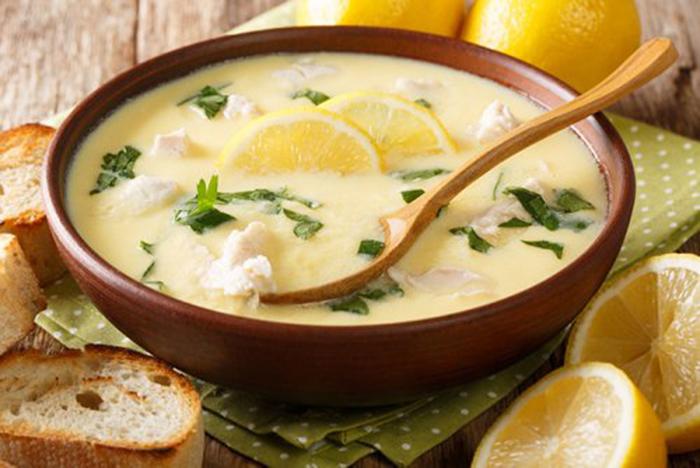 Sopa Griega de Limón con Pollo