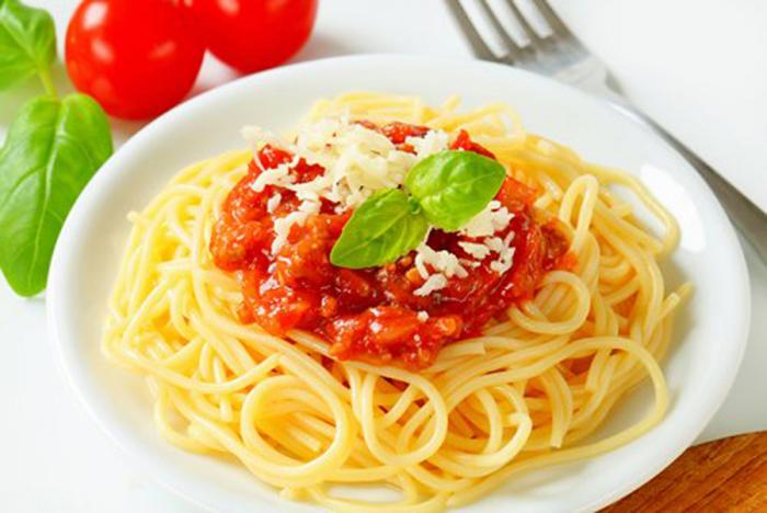 Spaguetti con Tomate Casero