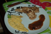 suprema de pollo crocante con salsa de tamarindo