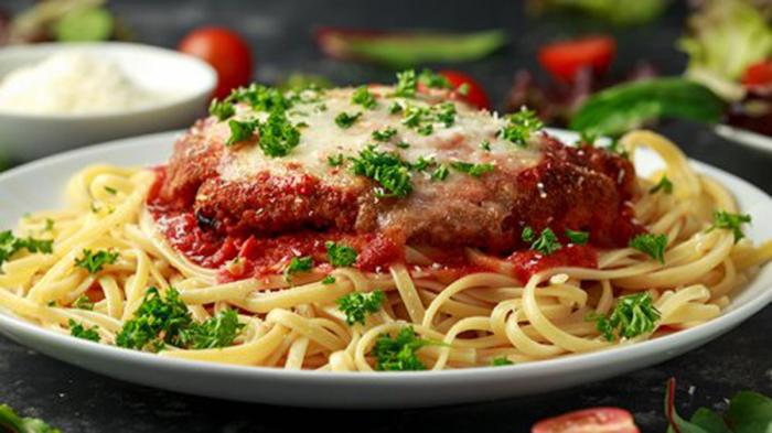 Tallarines con Pechuga a la Parmesana