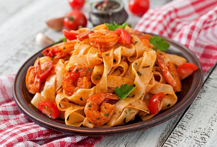 Tallarines con Tomate y Camarones