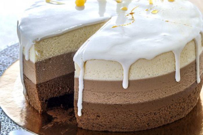 Tarta de Tres Chocolates con Glaseado
