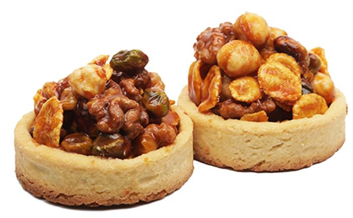 Tartaletas de Bizcocho con Avellanas y Nueces Caramelizadas