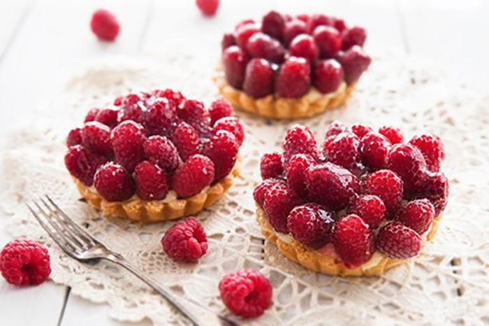 Tartaletas de Crema Pastelera y Frambuesas