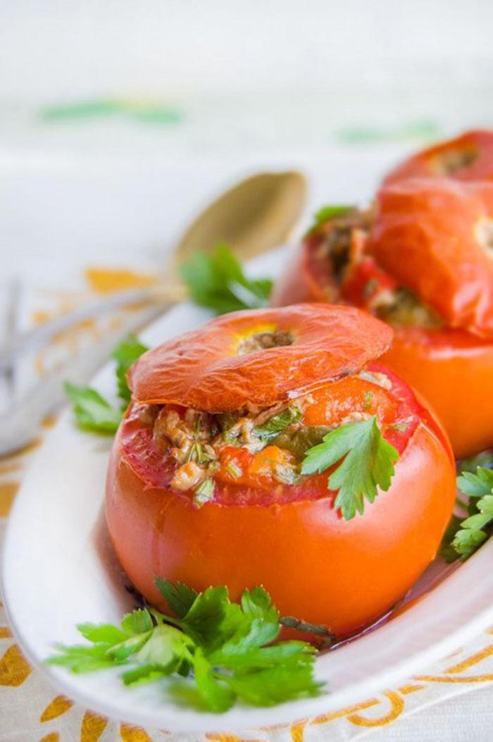 Tomates Rellenos de Atún y Verduras