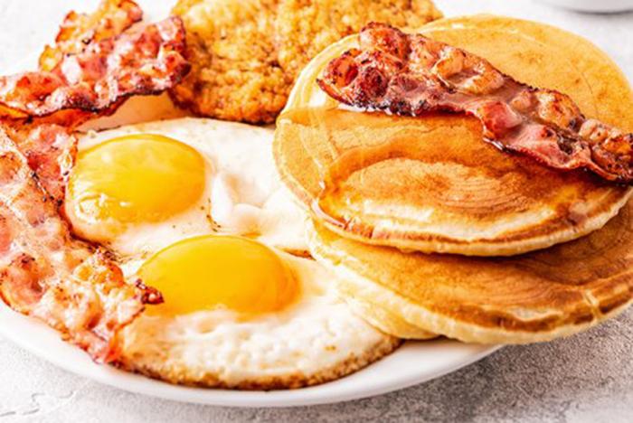 Tortitas con Huevos y Bacon
