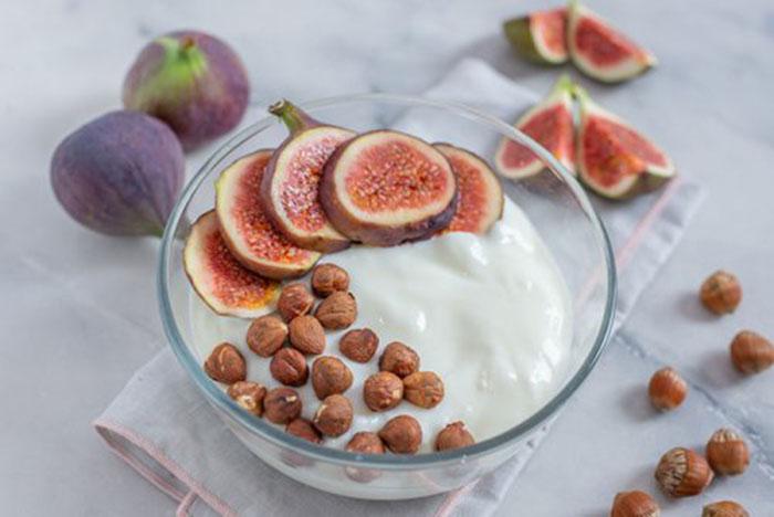 Yogur Casero con Higos y Avellanas