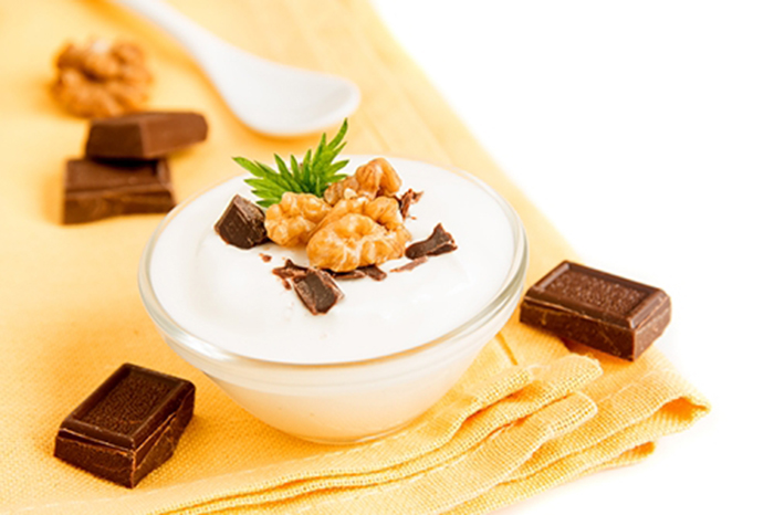 Yogur Cremoso con Chocolate y Nueces