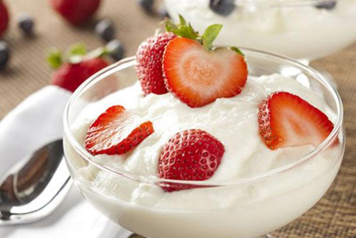 Yogur Griego Casero con Fresas